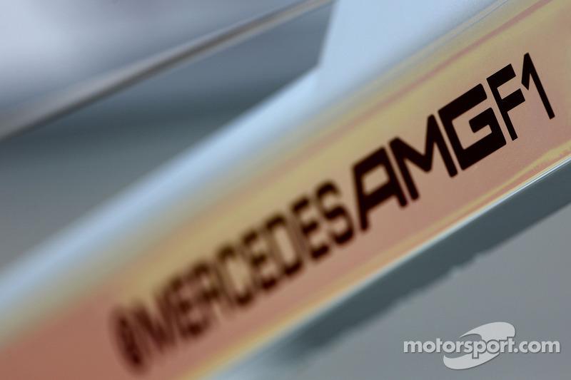 Schriftzug: Mercedes AMG F1
