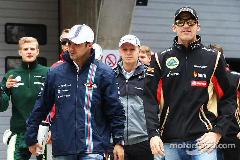 Felipe Massa, Williams and Pastor Maldonado, Lotus F1 Team on the drivers parade.