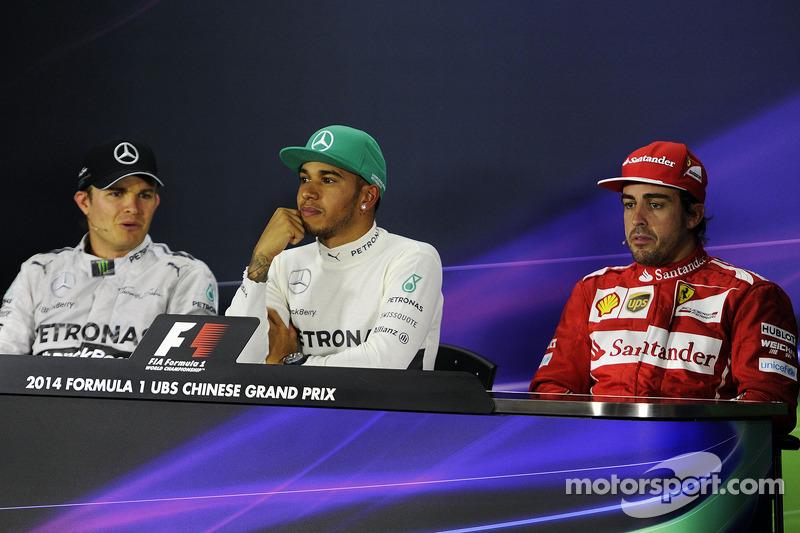 La conferenza stampa FIA Nico Rosberg, Mercedes AMG F1, secondo; Lewis Hamilton, Mercedes AMG F1, vincitore della gara; Fernando Alonso, Ferrari, terzo
