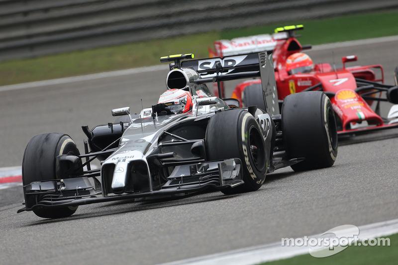Kevin Magnussen, McLaren F1; Kimi Räikkönen, Scuderia Ferrari