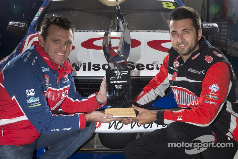 Jason Bright e Fabian Coulthard con il Jason Richards Memorial Trophy