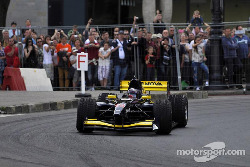 布达佩斯城市路演, 米切拉·塞鲁蒂, Super Nova International Racing