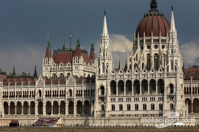 布达佩斯城市路演, 蒂莫·格洛克