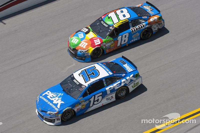 Clint Bowyer ve Kyle Busch