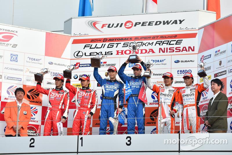 GT500 Podyum: Kazananlar Hironobu Yasuda, Joao Paulo de Oliveira, ikinci sıra Yuji Tachikawa, Kohei
