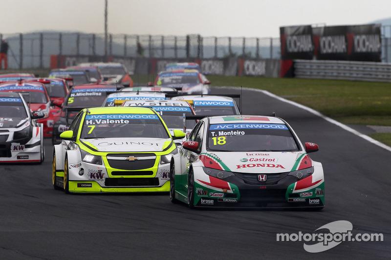 Tiago Monteiro, Honda Civic WTCC, Castrol Honda WTCC Team e Hugo Valente, Chevrolet Cruze RML TC1, C