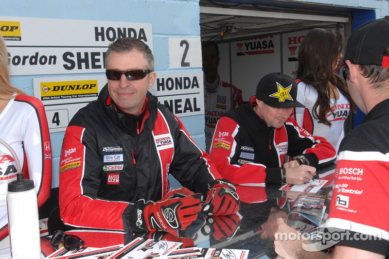 Honda Yuasa Racing çifti Matt Neal ve Gordon Shedden