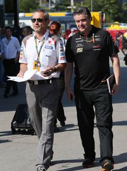 (Soldan Sağa): Beat Zehnder, Sauber F1 Takımı Menajeri ve Andy Stevenson, Sahara Force India F1 Takımı Menajeri