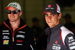 Esteban Gutierrez, Sauber, ve Nico Rosberg, Mercedes AMG F1