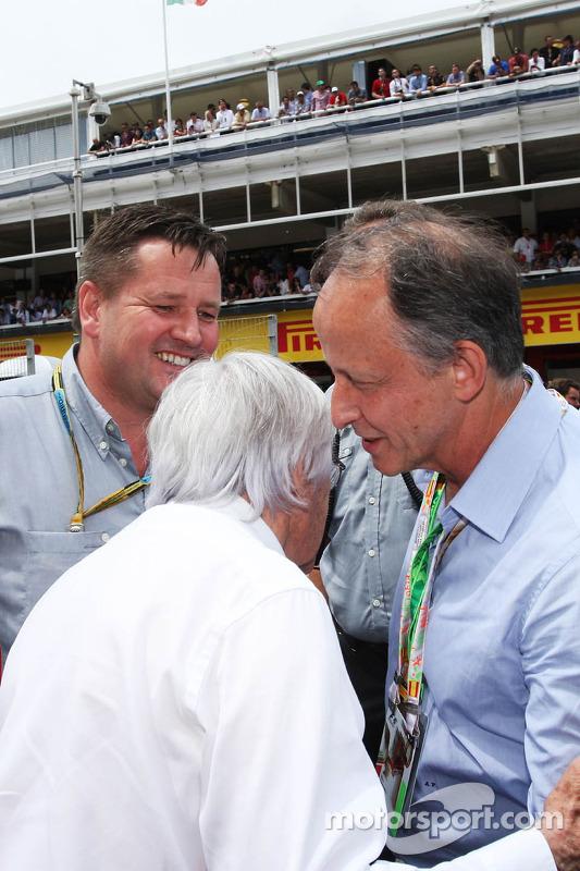 (Soldan Sağa): Bernie Ecclestone ve Paul Hembery, Pirelli Motorsporları Direktörü ve Alberto Pirelli