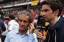 (Da sinistra a destra): Alain Prost, con Thomas Senecal, Direttore Canal+ F1 Chief Editor e presentatore TV sulla griglia di partenza