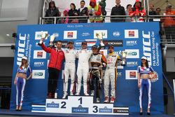Kazanan Sébastien Loeb, Citroen C-Elysee WTCC, Citroen Total WTCC, İkinci Jose Maria Lopez, Citroen C-Elysee WTCC, Citroen Total WTCC, 3th Norbert Michelisz, Honda Civic WTCC, Zengo Motorsport, Kazananı tc2 Petr Fulin, SEAT Leon WTCC, Campos Racing