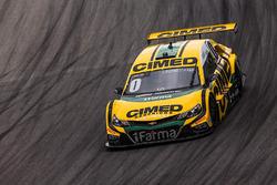 Carro de Cacá Bueno e Felipe Massa