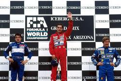 Podium : le vainqueur Ayrton Senna, Mclaren, le second Jean Alesi, Tyrrell, le troisième Thierry Boutsen, Williams