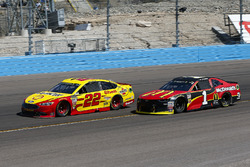 Joey Logano, Team Penske, Ford Fusion Pennzoil and Jamie McMurray, Chip Ganassi Racing, Chevrolet Camaro McDonald's