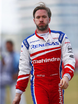 Nick Heidfeld, Mahindra Racing, walks back to the pits after retiring from the race