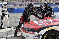 John Hunter Nemechek, Chip Ganassi Racing, Chevrolet Camaro Fire Alarm Services, Inc. pits