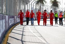 Giro di pista per Sebastian Vettel, Ferrari e Maurizio Arrivabene, Team Principal, Ferrari