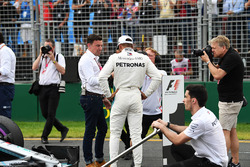 Lewis Hamilton, Mercedes-AMG F1 talks with Will Buxton, in parc ferme