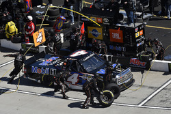 Todd Gilliland, Kyle Busch Motorsports, Toyota Tundra Mobil 1 , pit stop