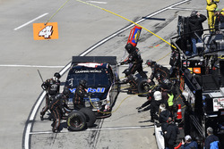 Todd Gilliland, Kyle Busch Motorsports, Toyota Tundra Mobil 1 , makes a pit stop