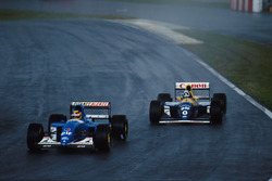 Mark Blundell, Ligier JS39 y Damon Hill, Williams FW 15C