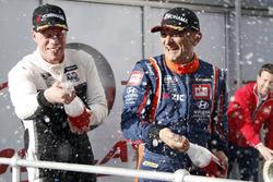Podium: Race winner Gabriele Tarquini, BRC Racing Team Hyundai i30 N TCR, second place Thed Björk, YMR Hyundai i30 N TCR