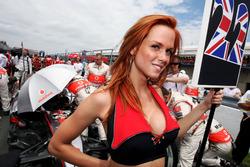 Gridgirl für Lewis Hamilton, McLaren
