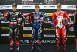 Il poleman Alex Lowes, Pata Yamaha, il secondo qualificato Jonathan Rea, Kawasaki Racing, il terzo qualificato Xavi Fores, Barni Racing Team