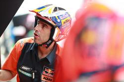 Un technicien Red Bull KTM Factory Racing