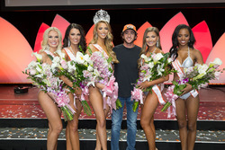 Chase Elliott, 2017 Hooters International Pageant'da