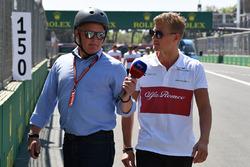 Комментатор Sky TV Джонни Херберт и гонщик Alfa Romeo Sauber Маркус Эрикссон