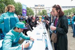 Ma Qing Hua, NIO Formula E Team, signs autographs