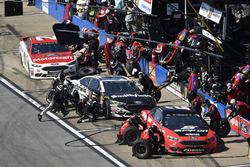 Brad Keselowski, Team Penske, Ford Fusion Snap on, Aric Almirola, Stewart-Haas Racing, Ford Fusion Smithfield and Paul Menard, Wood Brothers Racing, Ford Fusion Motorcraft / Quick Lane Tire & Auto Center