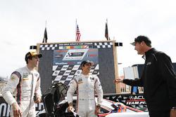#7 Acura Team Penske Acura DPi, P: Helio Castroneves, Ricky Taylor, podio, Tim Cindric