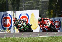 Jonathan Rea, Kawasaki Racing passeert Chaz Davies, Aruba.it Racing-Ducati SBK Team