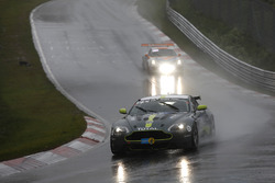 #40 AMR Performance Centre Aston Martin Vantage V8: Jamie Chadwick, Peter Cate, Jonathan Adams, Alexander Lynn