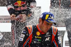 Podium : le vainqueur Thierry Neuville, Hyundai Motorsport