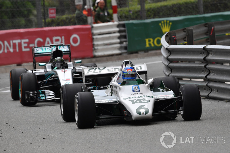 Keke Rosberg, Williams FW08 leads Nico Rosberg, Mercedes-Benz F1 W07 Hybrid