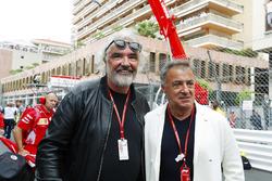 Jean Alesi and Flavio Briatore on the grid