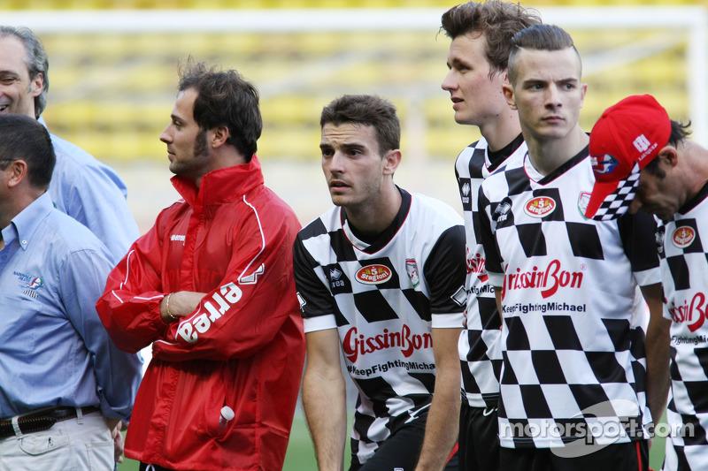 玛鲁西亚F1车队的朱尔斯·比安奇在巴林慈善足球赛