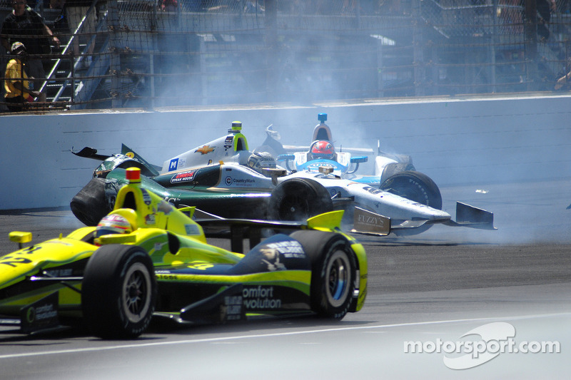Ed Carpenter en James Hinchcliffe crashen