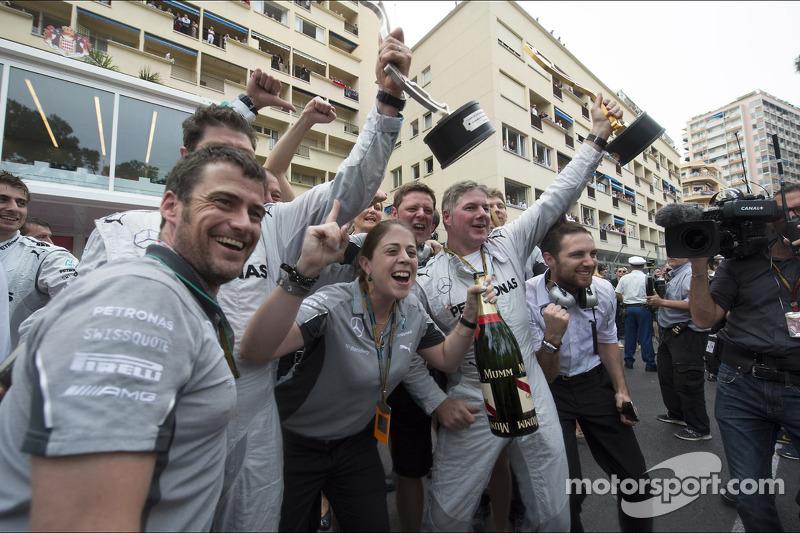 Mercedes AMG F1 festeggia primo e secondo posto sul podio