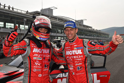 Vencedores da corrida Tsugio Matsuda e Ronnie Quintarelli