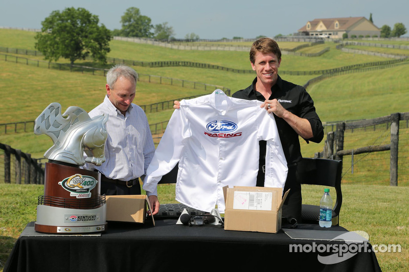 Carl Edwards ve Steve Cauthen Dreamfields Farm ziyareti, Kentucky