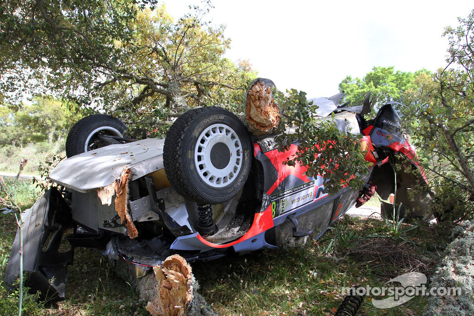 Crashed car of Juho Hanninen and Tomi Tuominen, Hyundai i20 WRC, Hyundai Motorsport