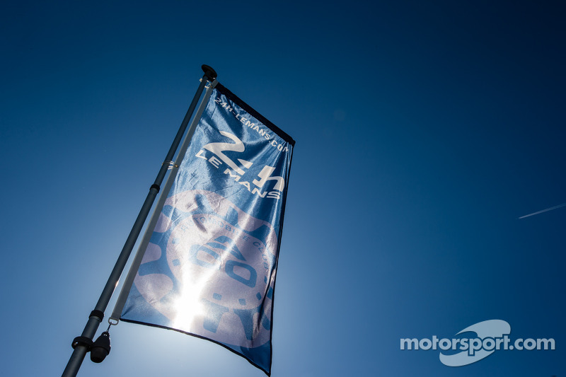 24 Hours of Le Mans logo and flag