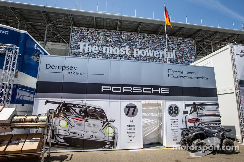 Dempsey Racing - Proton padok alanı