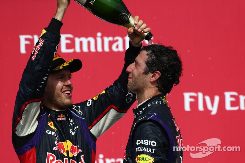 Terzo posto Sebastian Vettel, Red Bull Racing con il primo posto Daniel Ricciardo, Red Bull Racing R