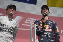 Race winner Daniel Ricciardo, Red Bull Racing on the podium with Nico Rosberg, Mercedes AMG F1 (Left